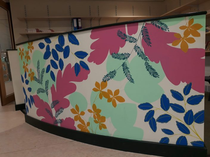 leaves-colourful-school-reading-corner-wall-mural-pink-detail