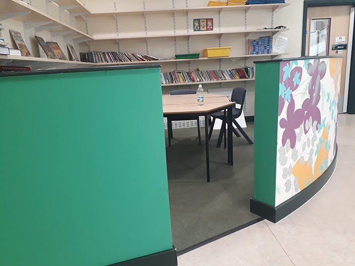 leaves-colourful-school-reading-corner-wall-mural-turquoise-pod