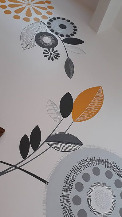 retro-floral-kitchen-wall-mural-leaves-yellow-grey