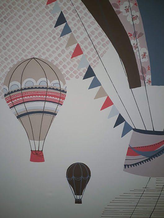 girls-bedroom-hotairballoon-wall-mural-flags