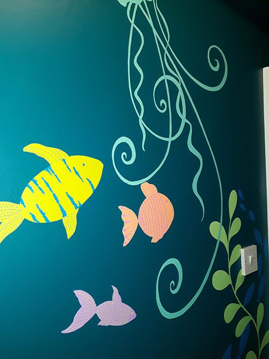 under-the-sea-toilet-wall-mural-details-fish